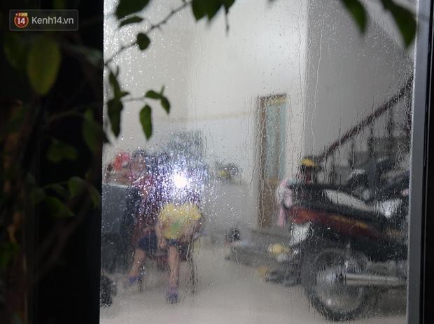Phun khử khuẩn xã Kim Sơn, Gia Lâm ngay trong đêm tối - Ảnh 7.