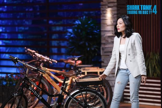 Shark Phú gây tranh cãi vì gật đầu chốt deal với nữ CEO xinh đẹp, tuyên bố không quan tâm đến sản phẩm chỉ quan tâm đến em thôi - Ảnh 2.