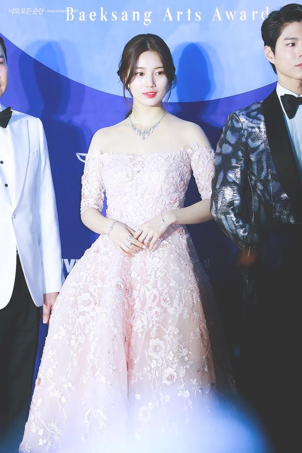 Nữ thần Baeksang gọi tên Suzy: 5 năm liên tiếp làm MC, mỗi năm lại xinh đẹp thêm bội phần - Ảnh 14.