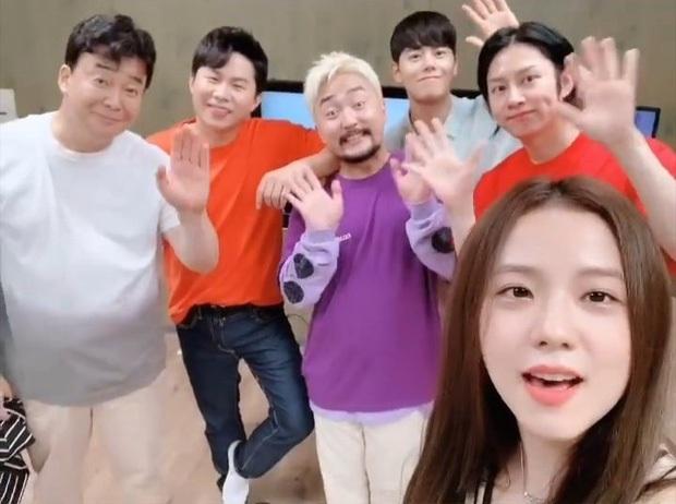 Mối quan hệ gây ngỡ ngàng nhất Kpop: Heechul từng gặp Jisoo (BLACKPINK) trước khi debut vì thân với... bố của cô nàng? - Ảnh 5.
