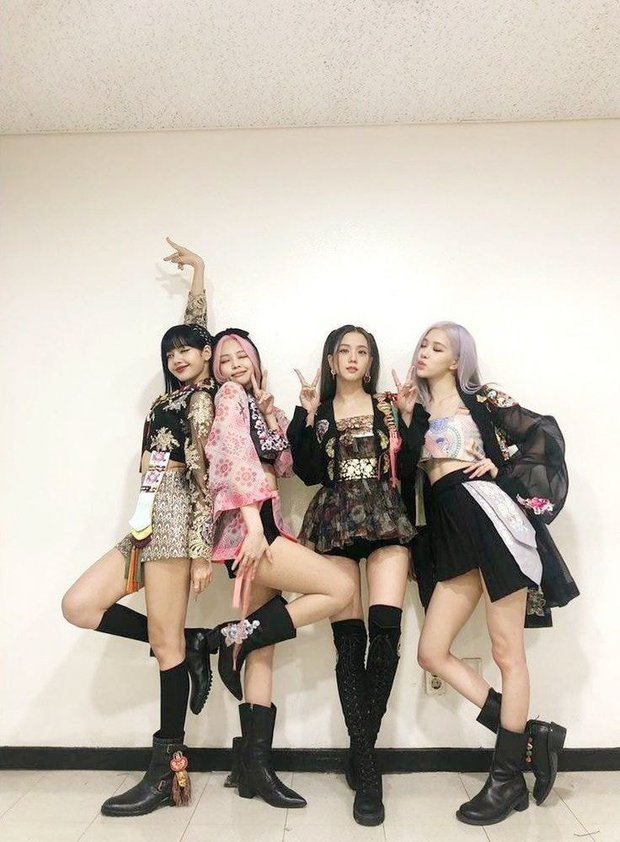 Knet chọn outfit sân khấu huyền thoại của BLACKPINK: Concept nào cũng cân, gây bão khi mặc Hanbok nhưng chưa phải bộ đồ đỉnh nhất - Ảnh 18.
