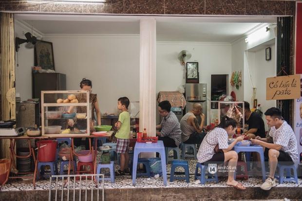 Ảnh: Hàng loạt quán xá ở Hà Nội tự giác đặt tấm chắn trong đợt dịch Covid-19 thứ 4, tinh thần chủ động chống dịch đã cao hơn nhiều - Ảnh 8.