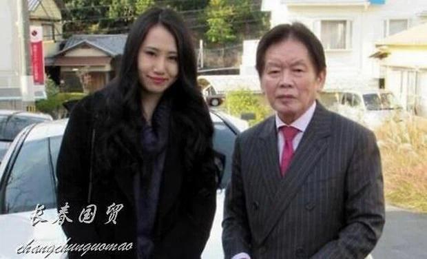Vụ tỷ phú 77 tuổi đột nhiên qua đời sau vài tháng kết hôn: 3 năm sau vợ trẻ kém 55 tuổi bị điều tra, hé lộ thêm loạt hành động gây rùng mình - Ảnh 3.