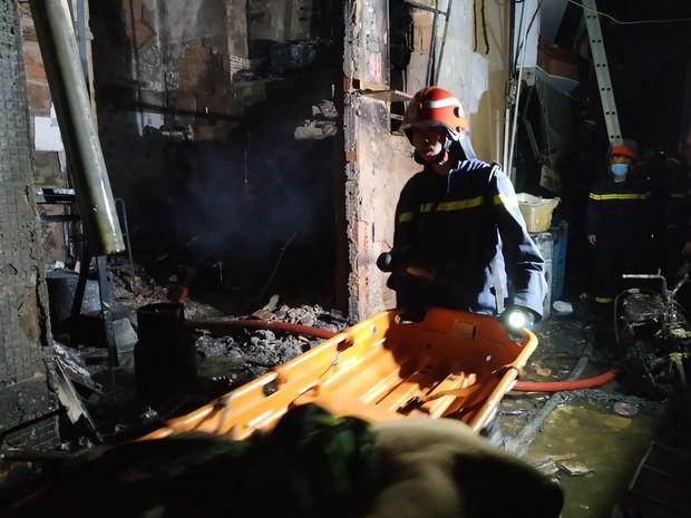 Công an xem xét dấu hiệu phạm tội trong vụ cháy khiến 8 người tử vong thương tâm ở Sài Gòn - Ảnh 1.
