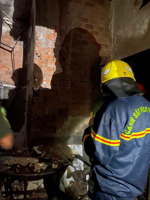 Công an xem xét dấu hiệu phạm tội trong vụ cháy khiến 8 người tử vong thương tâm ở Sài Gòn - Ảnh 2.