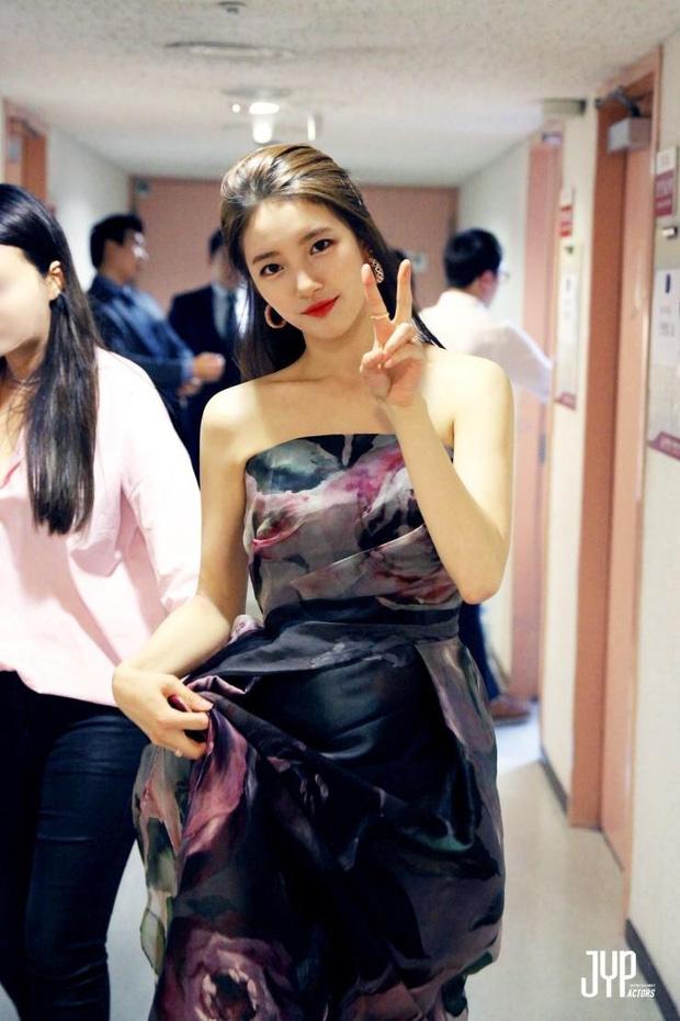Nữ thần Baeksang gọi tên Suzy: 5 năm liên tiếp làm MC, mỗi năm lại xinh đẹp thêm bội phần - Ảnh 5.