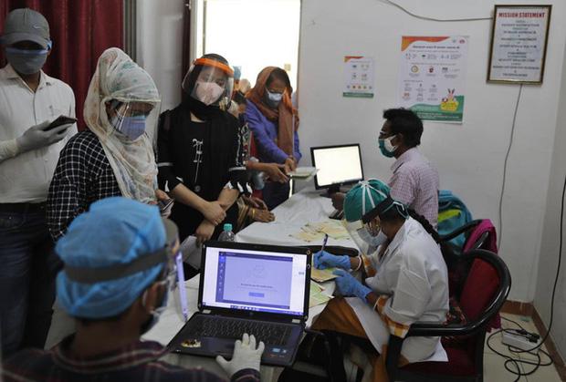 Ấn Độ 4 ngày liên tiếp có số ca mắc mới trên 400.000 người/ngày, dịch ở châu Á ngày càng phức tạp - Ảnh 2.