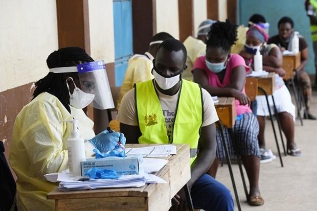Châu Phi đối mặt nguy cơ rơi vào thảm kịch Covid-19 như Ấn Độ vì thiếu vaccine - Ảnh 1.