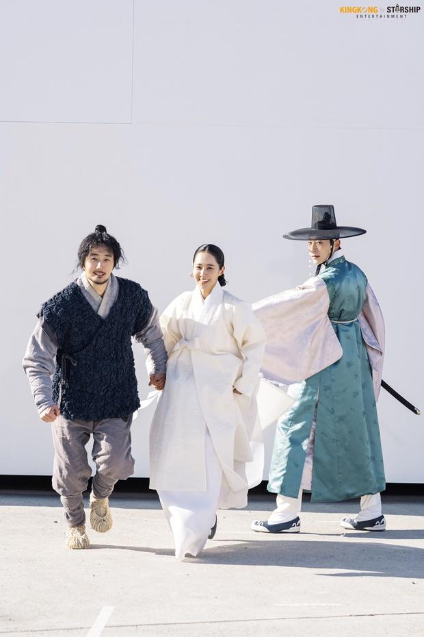 Bom tấn cổ trang của Yuri (SNSD) được netizen nức nở khen: Nội dung chuẩn mực, diễn viên lại cực xinh - Ảnh 9.