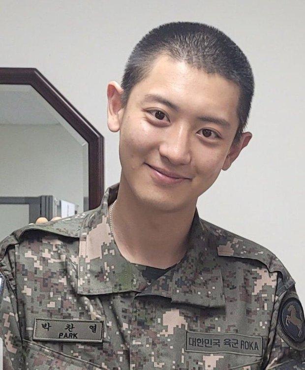 Chanyeol nhập ngũ xong da xuống cấp hẳn nhưng phản ứng của netizen mới bất ngờ - Ảnh 3.