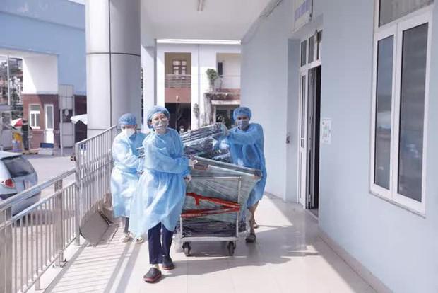 Bệnh viện K bị phong tỏa: Bệnh nhân và người nhà đều bình tĩnh, đoàn kết, lạc quan - Ảnh 2.