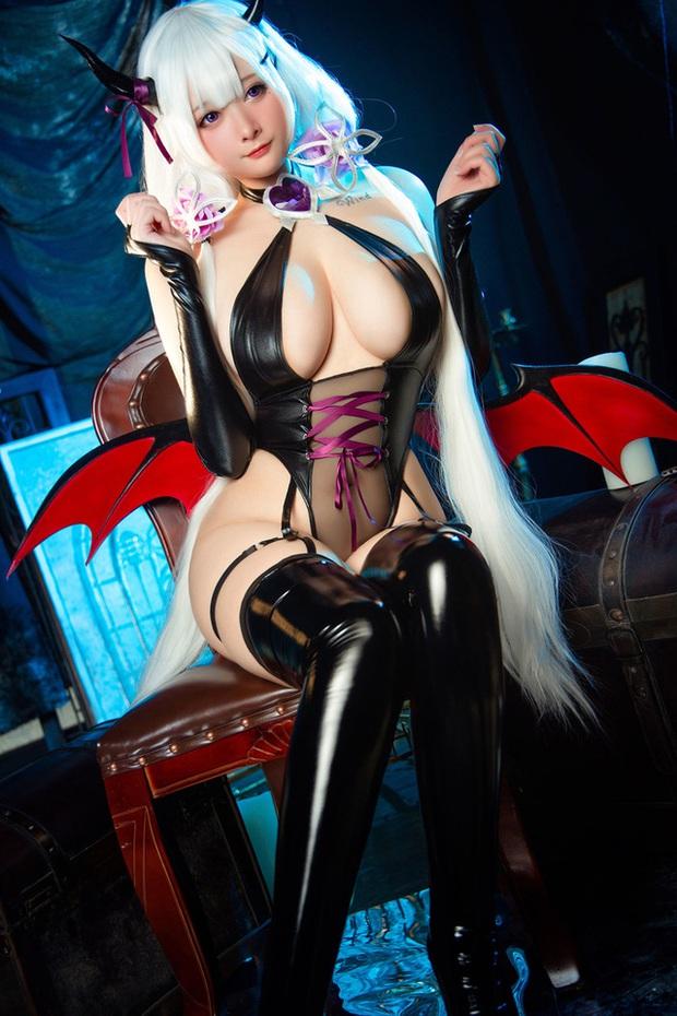Kiều nữ HMS Illustrious trong game Azur Lane lại khiến fan bỏng mắt với loạt ảnh cosplay bức thở người nhìn - Ảnh 5.