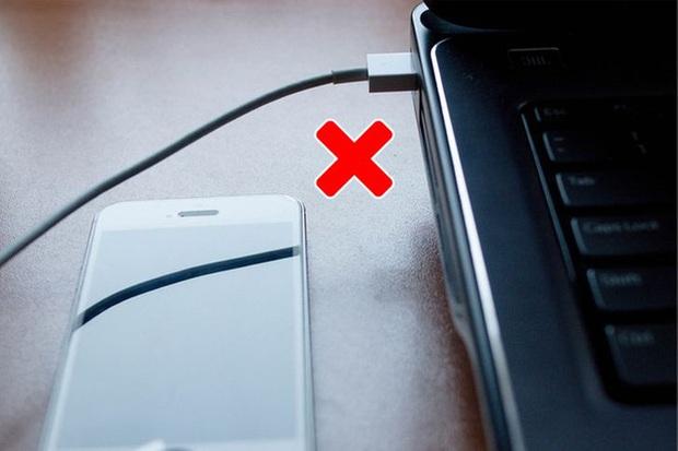 Loạt sai lầm khi sạc điện thoại mà ai cũng dễ dàng mắc phải khiến máy nhanh hỏng, dễ cháy nổ - Ảnh 8.