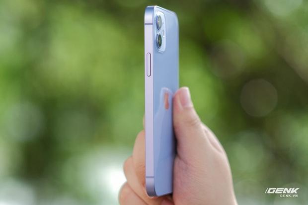 Trên tay iPhone 12 màu tím mộng mơ mới, giá chính hãng 22 triệu đồng, lên kệ trong tháng 6 - Ảnh 8.