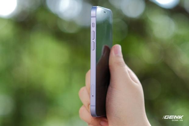 Trên tay iPhone 12 màu tím mộng mơ mới, giá chính hãng 22 triệu đồng, lên kệ trong tháng 6 - Ảnh 10.