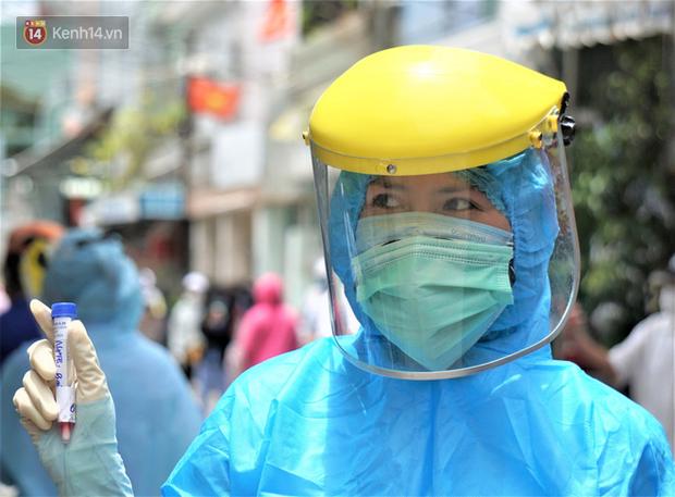 Infographic: Chuỗi lây nhiễm COVID-19 từ Thẩm mỹ viện AMIDA lan ra 5 tỉnh, trở thành ổ dịch lớn nhất Đà Nẵng - Ảnh 1.