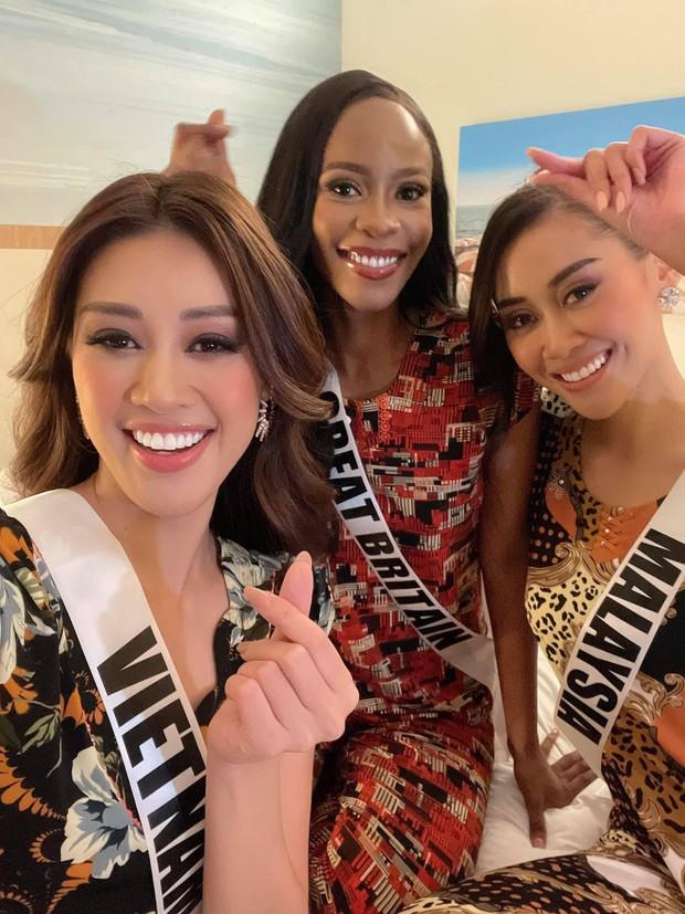 Khánh Vân ngày càng sexy, lên đồ bốc lửa xinh xỉu và có phần lấn át các thí sinh Miss Universe - Ảnh 8.