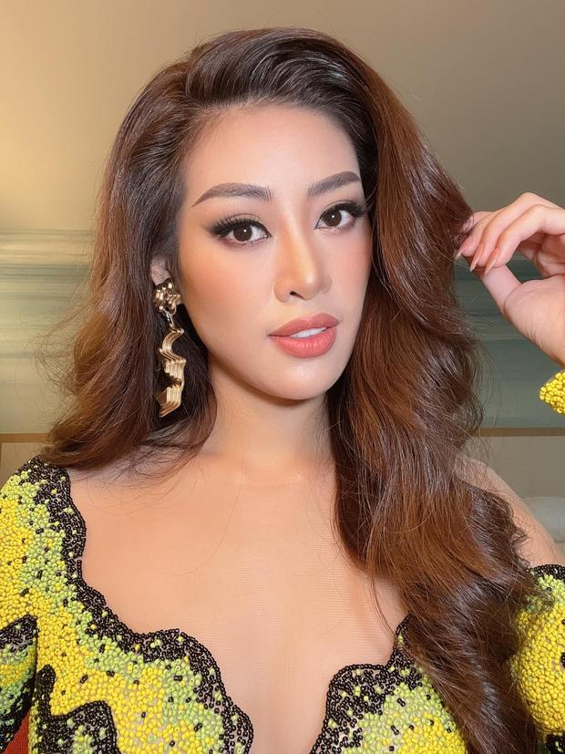 Khánh Vân diện outfit màu nổi, khẩu trang tua rua cực độc giúp nàng hậu ghi điểm, bùng nổ visual ngày 6 tại Miss Universe - Ảnh 9.