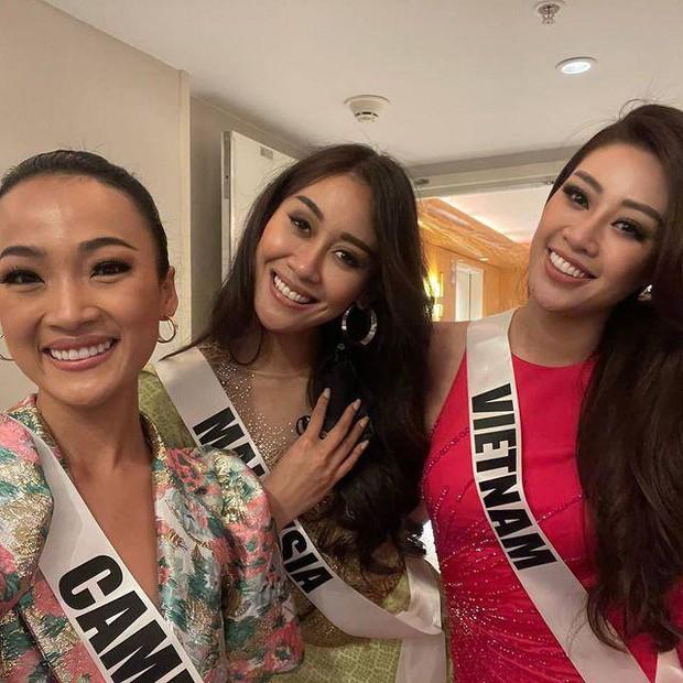 Khánh Vân ngày càng sexy, lên đồ bốc lửa xinh xỉu và có phần lấn át các thí sinh Miss Universe - Ảnh 9.