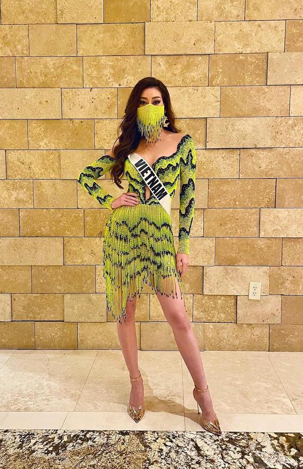 Khánh Vân diện outfit màu nổi, khẩu trang tua rua cực độc giúp nàng hậu ghi điểm, bùng nổ visual ngày 6 tại Miss Universe - Ảnh 2.