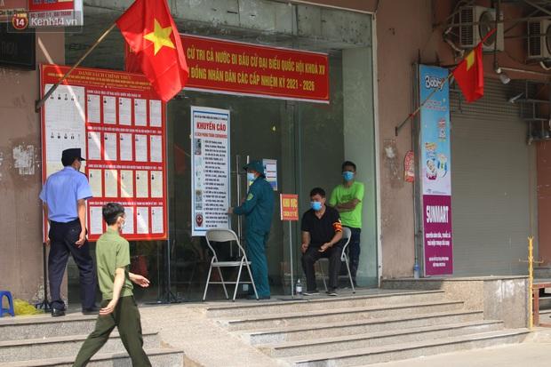 Hà Nội: Phong tỏa chung cư Đại Thanh sau khi ghi nhận ca dương tính với SARS-CoV-2 - Ảnh 9.