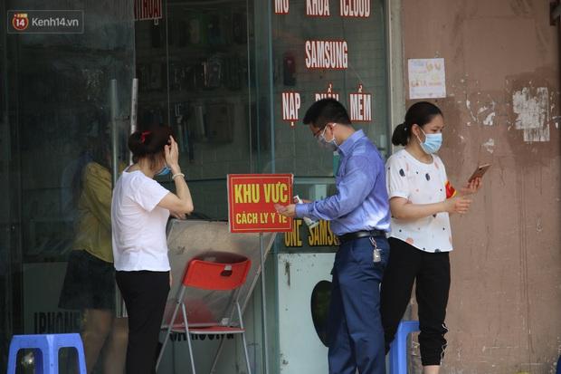 Hà Nội: Phong tỏa chung cư Đại Thanh sau khi ghi nhận ca dương tính với SARS-CoV-2 - Ảnh 5.