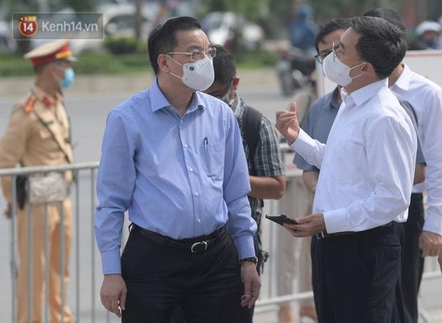 Hà Nội yêu cầu không tụ tập quá 10 người tại nơi công cộng - Ảnh 1.
