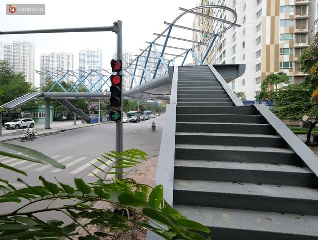 Ảnh: Chiêm ngưỡng cây cầu chữ Y độc nhất tại Hà Nội sắp đi vào vận hành - Ảnh 4.