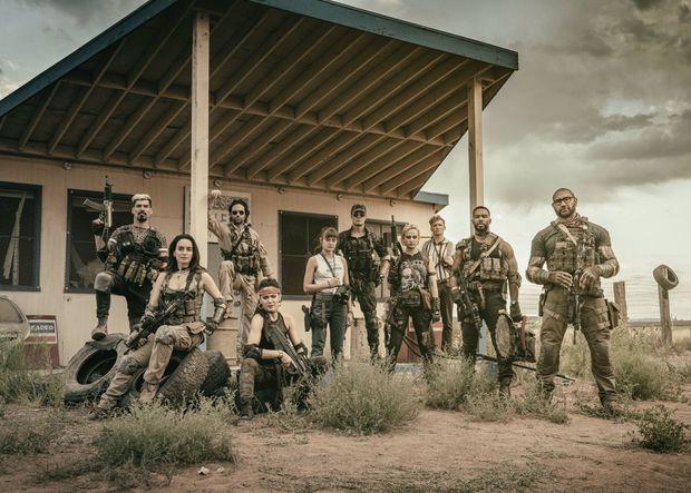Bom tấn zombie của Zack Snyder khiến khán giả khen không ngớt: Đúng chuẩn Suicide Squad bản xác sống! - Ảnh 1.