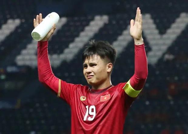 """TikToker """"trai Việt đó"""" mặc áo đôi với Huỳnh Anh, đằng gái nói gì khi netizen bảo yêu ai cũng công khai mà chả bền - Ảnh 4."""