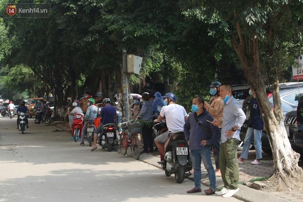 Hà Nội: Phong tỏa chung cư Đại Thanh sau khi ghi nhận ca dương tính với SARS-CoV-2 - Ảnh 13.