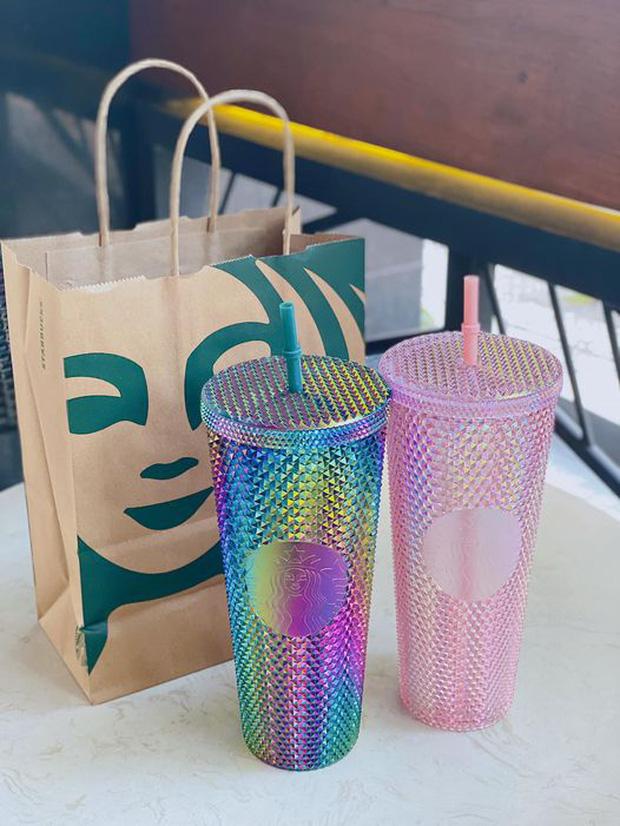 HOT: 7h sáng đăng thông báo bán cốc mới, Starbucks khiến dân tình nháo nhào chạy ra săn cho bằng được, giá bán lại bị hét gấp đôi? - Ảnh 11.