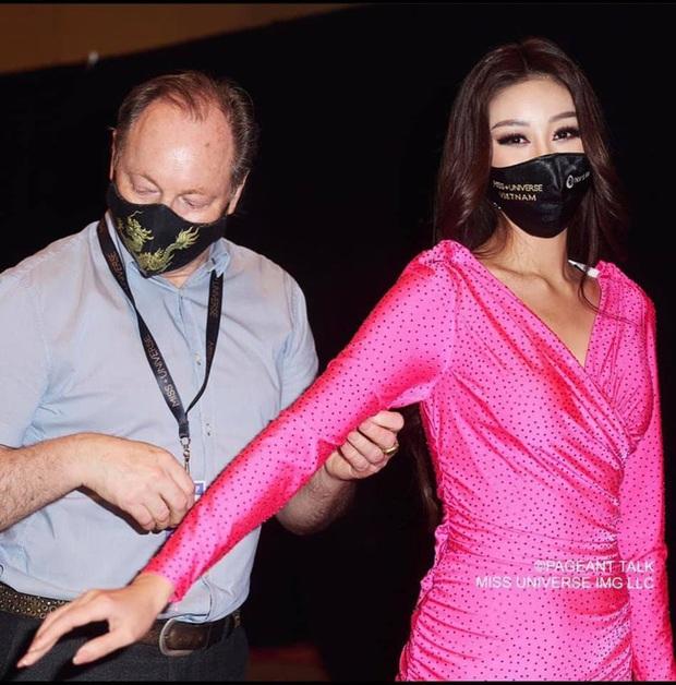 Khánh Vân gặp sự cố trang phục nhưng tất cả chưa là gì với bộ quốc phục bị cắt nát của đại diện Việt Nam 3 năm trước - Ảnh 2.