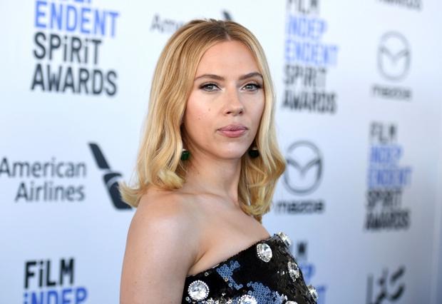 Toàn cảnh Quả Cầu Vàng sắp toang: Tom Cruise trả lại 3 tượng vàng, Scarlett Johansson đòi tẩy chay, Emily in Paris bị tố mua giải căng đét - Ảnh 2.