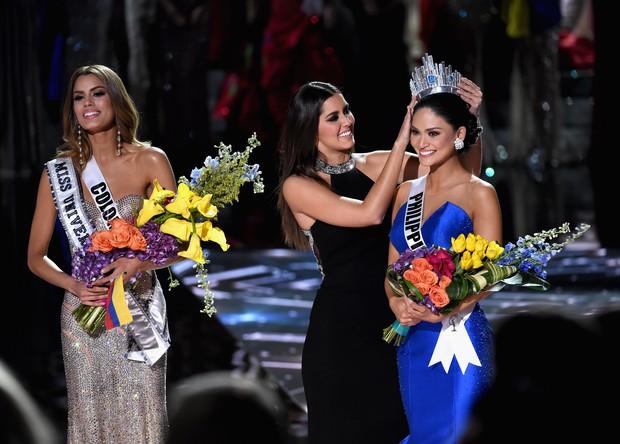 Năm Phạm Hương thi, Miss Universe từng xảy ra sự cố chấn động cả thế giới, Á hậu bật khóc trao lại vương miện cho Hoa hậu - Ảnh 2.
