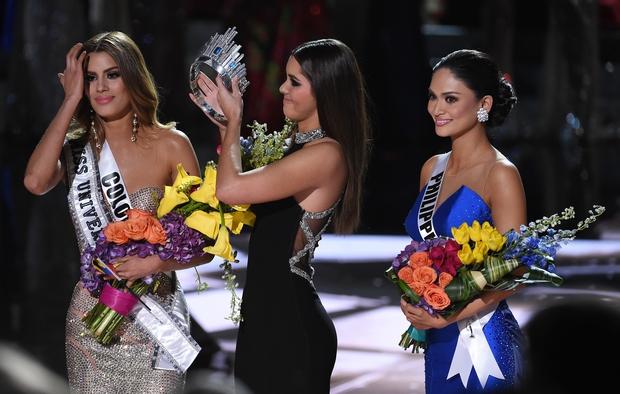 Năm Phạm Hương thi, Miss Universe từng xảy ra sự cố chấn động cả thế giới, Á hậu bật khóc trao lại vương miện cho Hoa hậu - Ảnh 5.