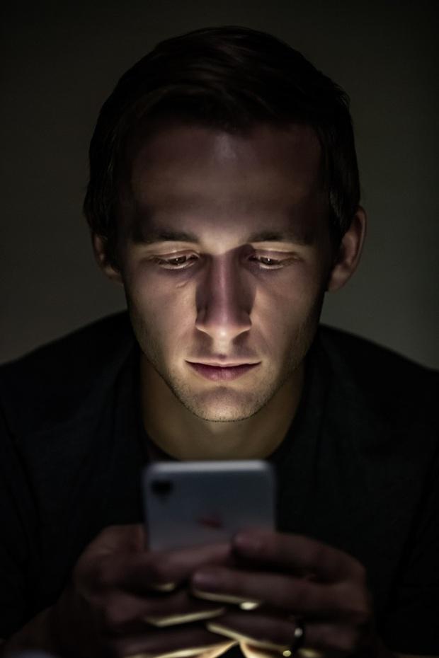 Nghiên cứu mới cho thấy tính năng Night Shift trên iPhone không giúp bạn ngủ ngon hơn - Ảnh 2.