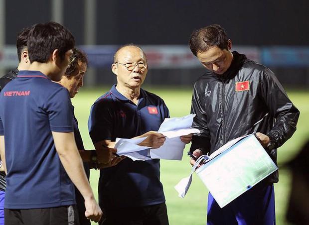 """Ly kỳ 3 phiên bản danh sách ĐTVN cực lạ, hay ông Park Hang Seo """"bẫy"""" truyền thông? - Ảnh 1."""