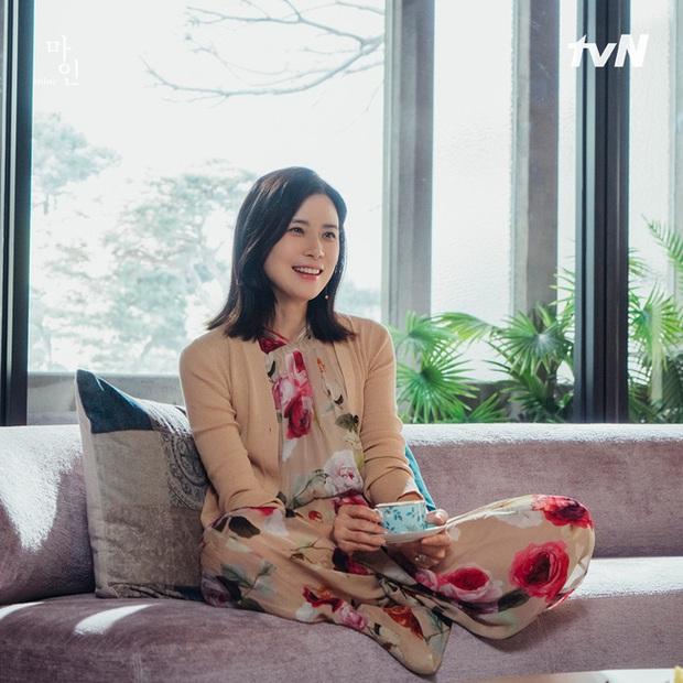 Đẳng cấp hàng hiệu của Hoa hậu Hàn Quốc trong phim mới: Tủ đồ 100% váy áo xa xỉ, xem bóc giá mà toát mồ hôi - Ảnh 4.