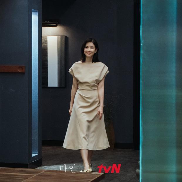 Đẳng cấp hàng hiệu của Hoa hậu Hàn Quốc trong phim mới: Tủ đồ 100% váy áo xa xỉ, xem bóc giá mà toát mồ hôi - Ảnh 6.