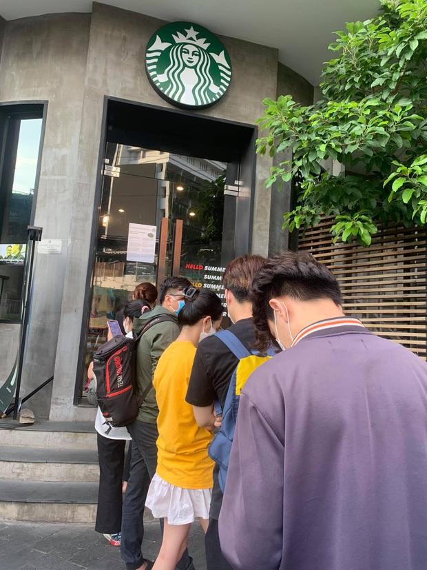 Ngán ngẩm cảnh hội cuồng Starbucks xếp hàng từ sáng sớm để săn cốc, dân mạng chỉ ra một vấn đề rất đáng báo động - Ảnh 3.