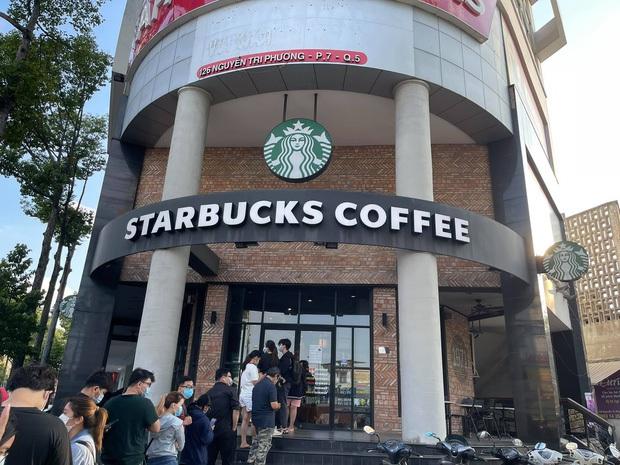 Ngán ngẩm cảnh hội cuồng Starbucks xếp hàng từ sáng sớm để săn cốc, dân mạng chỉ ra một vấn đề rất đáng báo động - Ảnh 4.