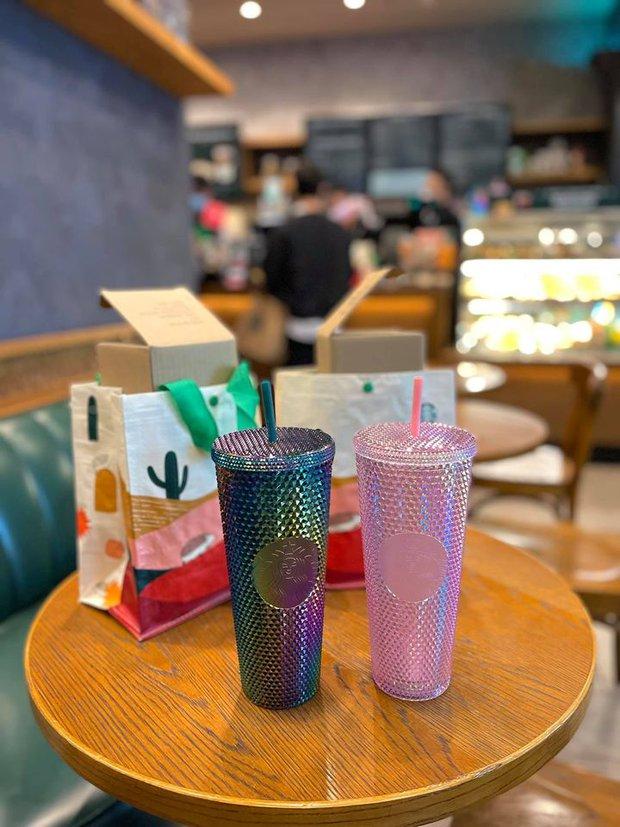 Ngán ngẩm cảnh hội cuồng Starbucks xếp hàng từ sáng sớm để săn cốc, dân mạng chỉ ra một vấn đề rất đáng báo động - Ảnh 1.