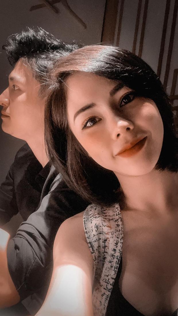 Vợ sắp cưới của Huỳnh Anh selfie theo tiêu chí mình đẹp là được, còn bạn trai mặt quạu ra sao cũng không quan trọng? - Ảnh 5.