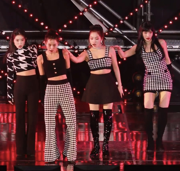 Yeri (Red Velvet) thường xuyên mặc xấu nhất nhóm: Hết lộ bụng mỡ tới mặc đồ như đồ chợ, bị stylist ghét hay gì? - Ảnh 1.