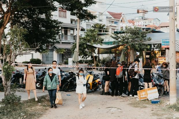 5 điểm tụ tập nổi tiếng của giới trẻ Sài Gòn giờ ra sao giữa mùa dịch: Nơi vắng lặng hơn hẳn, chỗ vẫn tấp nập như thường - Ảnh 4.