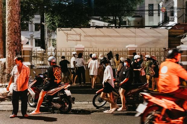 5 điểm tụ tập nổi tiếng của giới trẻ Sài Gòn giờ ra sao giữa mùa dịch: Nơi vắng lặng hơn hẳn, chỗ vẫn tấp nập như thường - Ảnh 22.