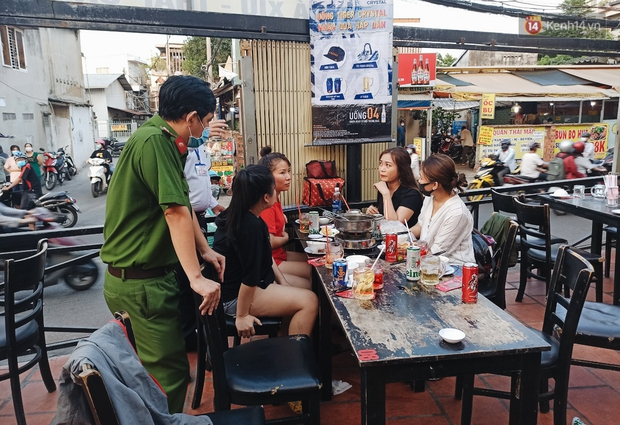 Hàng loạt nhân viên, khách nhậu ở Sài Gòn được lấy mẫu xét nghiệm Covid-19 - Ảnh 1.