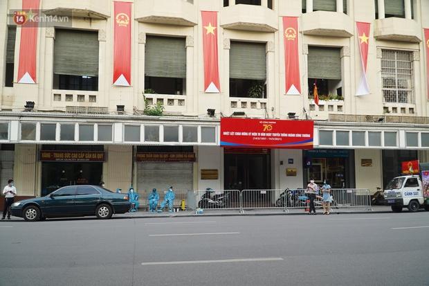Đôi vợ chồng ở quận Thanh Xuân dương tính SARS-CoV-2: Từng du lịch Đà Nẵng, khám ở BV Hữu Nghị, chơi golf, dự đại hội cổ đông và rất nhiều cuộc họp - Ảnh 4.