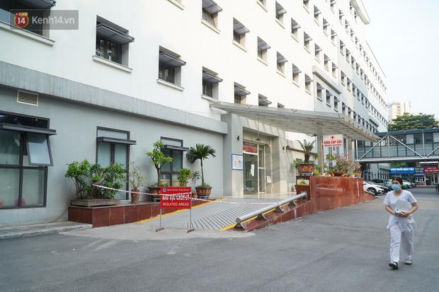 Đôi vợ chồng ở quận Thanh Xuân dương tính SARS-CoV-2: Từng du lịch Đà Nẵng, khám ở BV Hữu Nghị, chơi golf, dự đại hội cổ đông và rất nhiều cuộc họp - Ảnh 1.